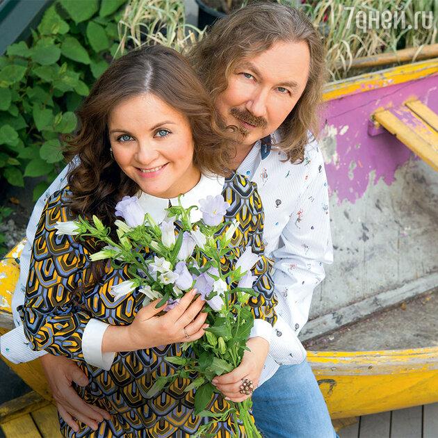 Игорь Николаев с женой Юлией Проскуряковой
