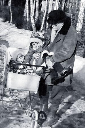 Виктор Маслов с дочерьми