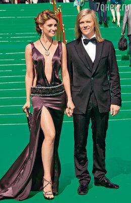 Анастасия Макеева с женихом Глебом Матвейчуком