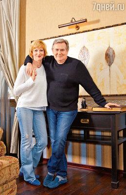 «С Леной сначала все было непросто. Ведьу нас были семьи. Встречались насъемной квартире иливгостиничном номере...»