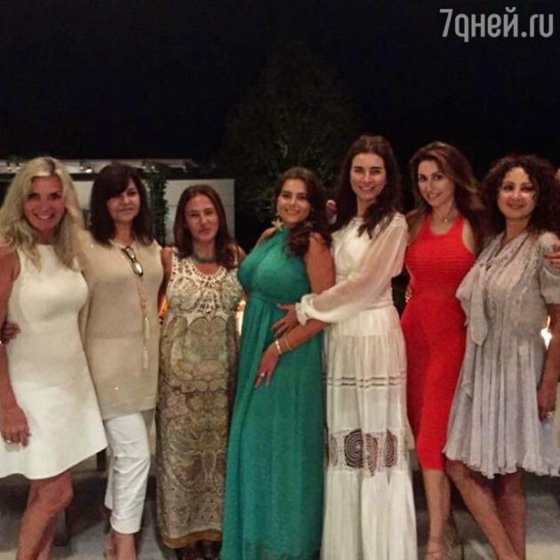 Виктория Беркович с подругами