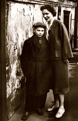 С мамой Александрой Яковлевной