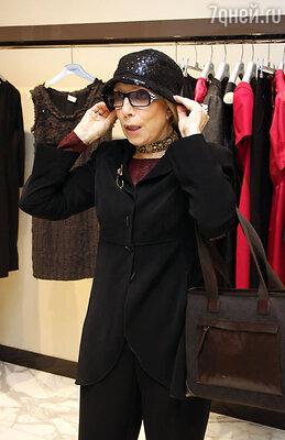 Инна Чурикова на открытии модного бутика. 2010 год