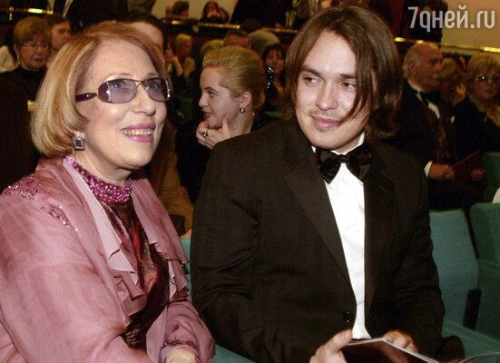 Инна Чурикова с сыном Иваном Панфиловым. 2004 год