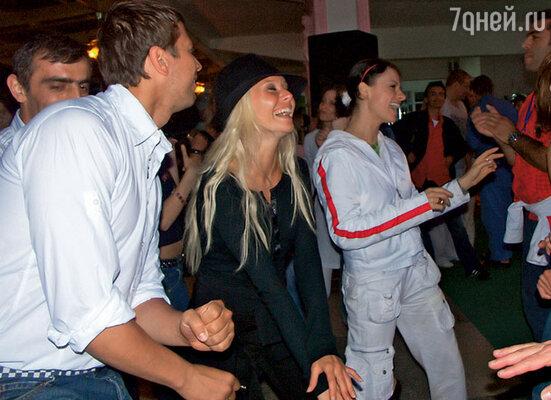 Андрей Мерзликин, Елена Корикова, Ирина Лачина «отрываются» на дискотеке