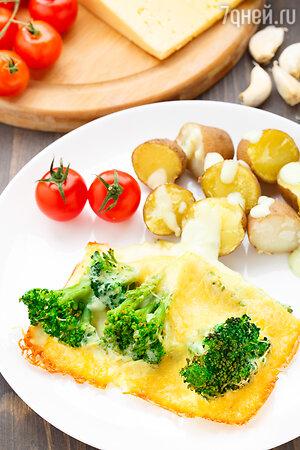Брокколи и картофель с сырным соусом