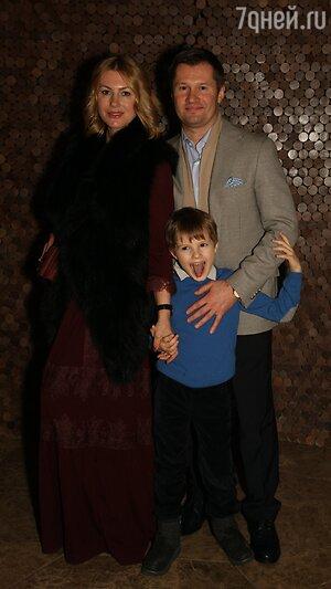 Алексей Немов с женой Галиной и сыном Димой