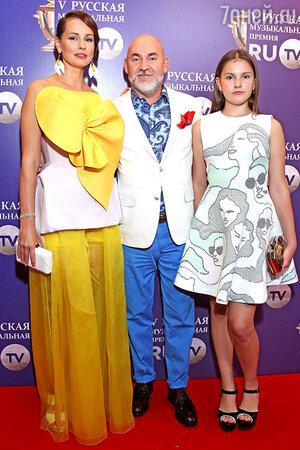 Генеральный директор «Русской Медиагруппы» Сергей Кожевников с семьей