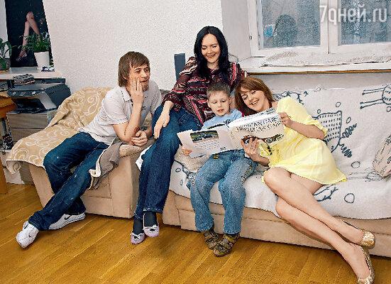 В гостях у Ольги и ее гражданского мужа Алексея старшая сестра Оли Оксана и племянник Георгий, приехавшие из Набережных Челнов