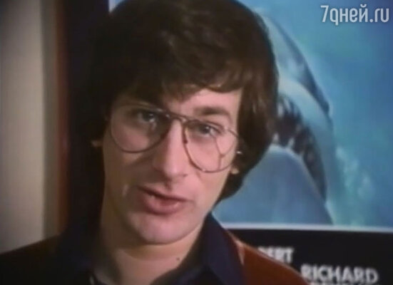 Стивен Спилберг смотрит церемонию «Оскар-1976»