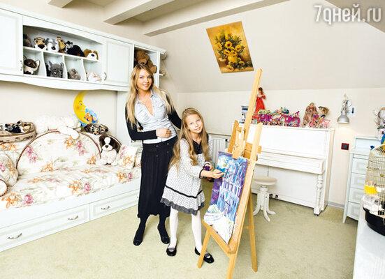 Когда Варя пошла в школу, Варвара кардинально изменила интерьер в комнате дочери
