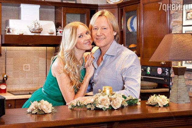 Дмитрий Харатьян с женой Мариной