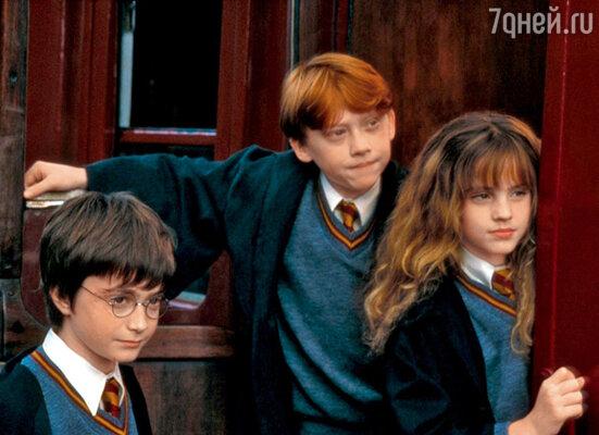 С партнерами по «Гарри Поттеру» Эммой Уотсон и Дэниелом Рэдклиффом на съемках первого фильма саги. 2000 г.