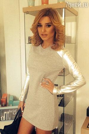 Ксения Бородина на открытии фирменного магазина бренда молодежной одежды Iswag в 2014 году