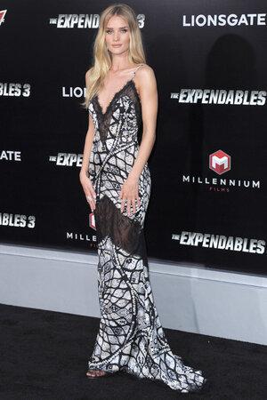 Роузи Хантингтон-Уайтли в платье от Emilio Pucci на премьере фильма «Неудержимые 3»