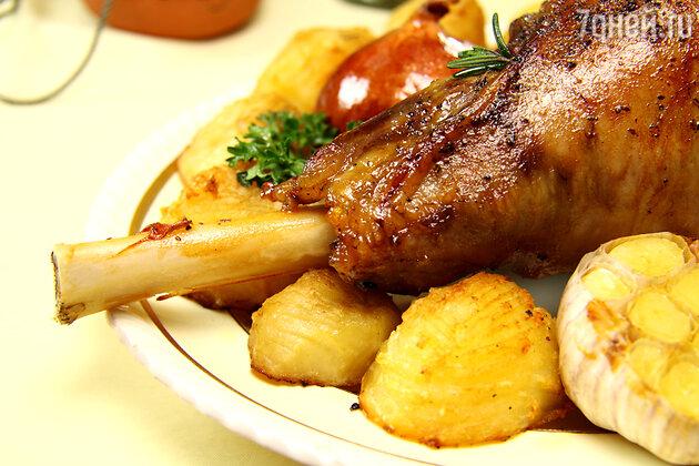 Запеченная ножка ягненка: рецепт от шеф-повара Мишеля Ломбарди