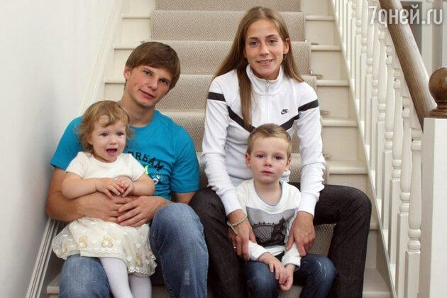 Андрей Аршавин с бывшей женой Юлией и детьми