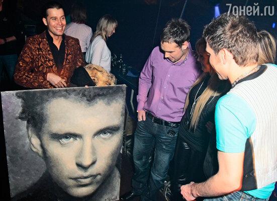 Художник Даниил Федоров подарил имениннику его портрет