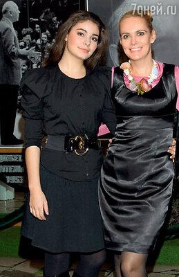 Алена Яковлева и ее дочь Мария Козакова