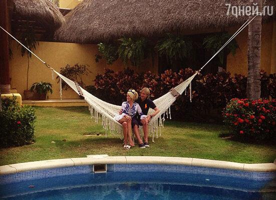 Яна была не одна в Мексике — к ней присоединился любимый муж,  фигурист Евгений Плющенко