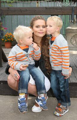Ксения Новикова с сыновьями