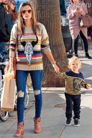 Алессандра Амбросио с сыном