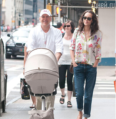 Брюс Уиллис с супругой  Эммой Хеминг и дочерью Мэйбл Рэй
