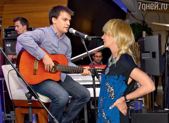 Валерия решила взять в свой репертуар песню на стихи Роберта Рождественского, которую исполнила группа Алексея Бирюкова