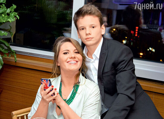 Анна Шульгина со своим младшим братом Арсением
