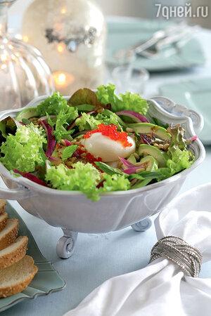 Салат с яйцом и красной икрой