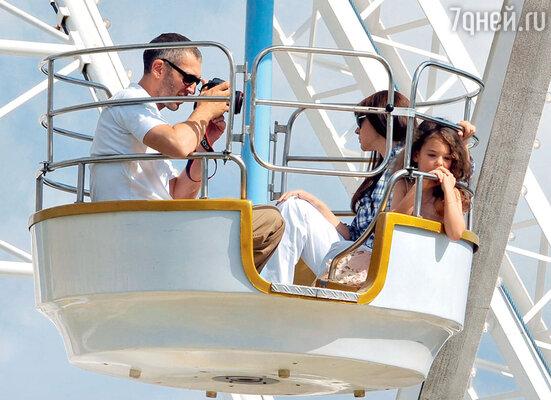 С Моникой и старшей дочкой Девой в парке развлечений вПариже. 2009 г.