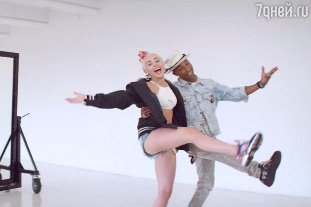 Фаррелл Уильямс и Майли Сайрус в клипе «Come Get It Bae»