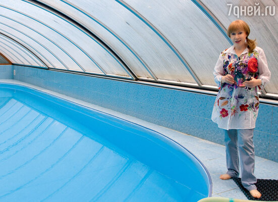 На участке нашлось место даже для большого бассейна