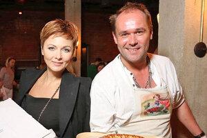 Максим Аверин начал торговать пирожками
