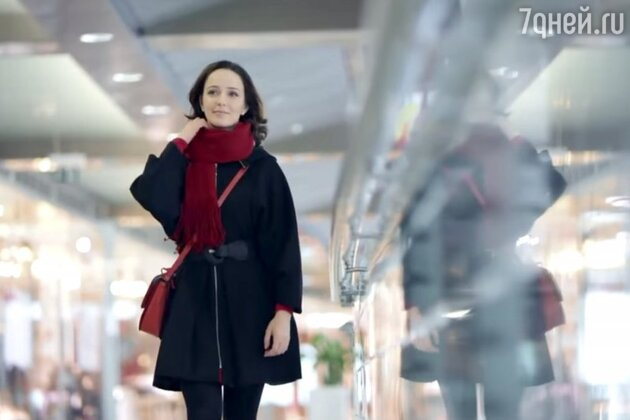 Валерия Ланская в клипе группы 2D «Гравитация»