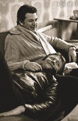 Сейчас Шура Ширвиндт – худрук Театра Сатиры. А Андрюша Миронов всегда рядом с нами…