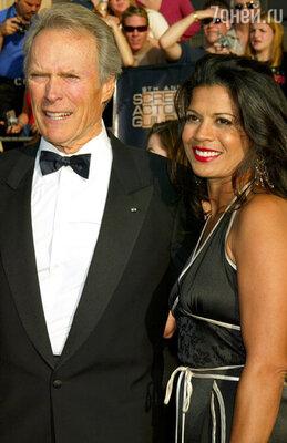Клинт Иствуд решил расстаться со своей супругой, журналисткой Диной Руис, после семнадцати лет почти безоблачного брака