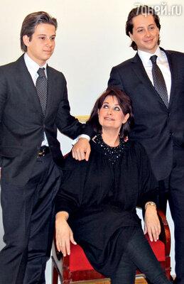 С сыновьями Мстиславом и Олегом. 2011 г.
