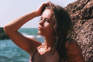 Звезда «Физрука» продемонстрировала идеальную фигуру в сексуальном купальнике