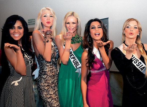 Мисс Гондурас, Мисс Эстония, Мисс Чехия, Мисс Боливия и я — Мисс Россия. 2 мая 2007 г. До финала «Мисс Вселенной» 26 дней...