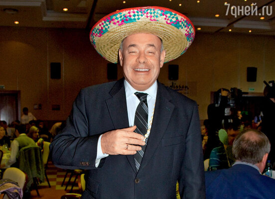 Михаил Швыдкой на мексиканской вечеринке