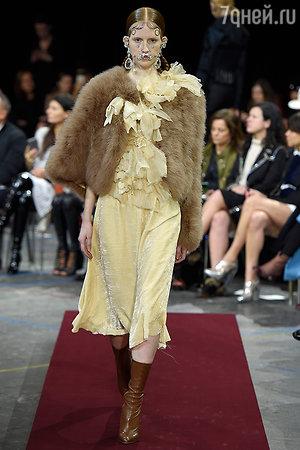 Модель показа Givenchy