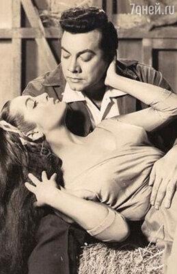 Сара Монтьель поначалу была очень популярна в Голливуде. А какие великие актеры оказывались в кадре рядом с ней!.. На фото: с Марио Ланца