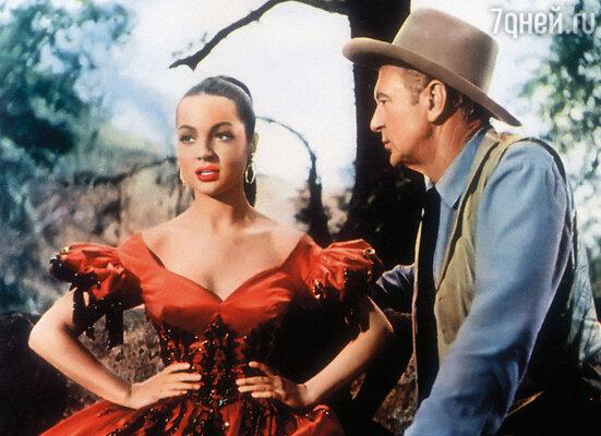 В 1954 году Саре предложили контракт на съемки в вестерне «Веракрус», где она снялась с Гэри Купером