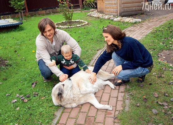 С Масяней, собакой садовника