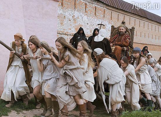 Иван хвастал, что растлил тысячу дев. В фильме Лунгина это, как и многое другое, показано лишь намеком, но образ дикого правителя впечатляет!