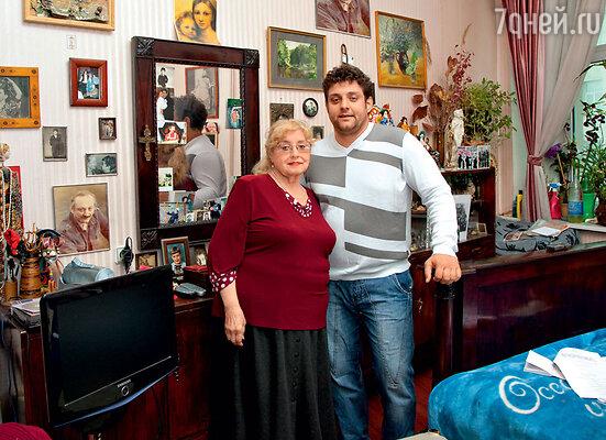 Марина Полицеймако с сыном Михаилом, актером и телеведущим