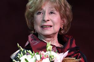 76-летней Лии Ахеджаковой вручили премию «Ника»