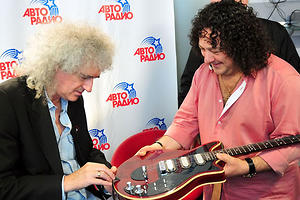 Брайан Мэй оценил гитару Игоря Саруханова
