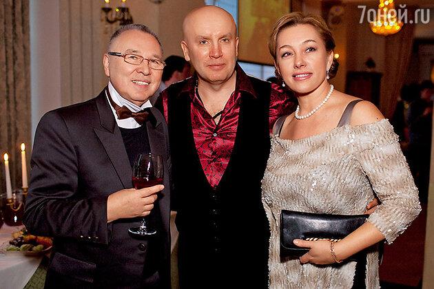 Арина Шарапова с модельером Вячеславом Зайцевым и супругом Ольги Кабо бизнесменом  Николаем Разгуляевым